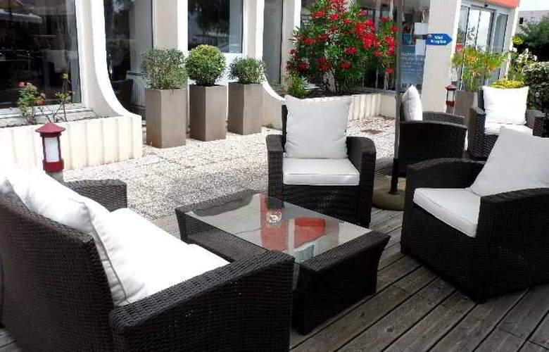 Comfort Hotel Bordeaux Gradignan - Terrace - 2