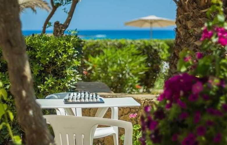 Pyrgos Beach Apartments - Hotel - 4