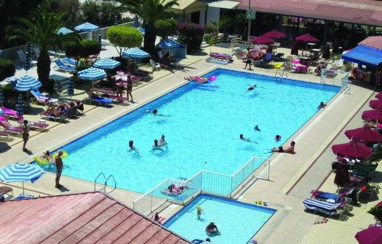 Crown Resort Elamaris - Pool - 3