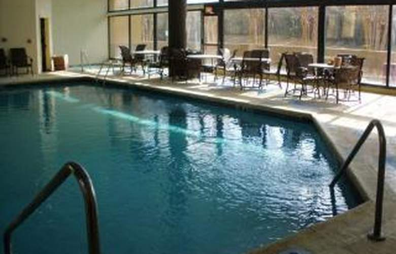 Clarion Hotel - Pool - 5