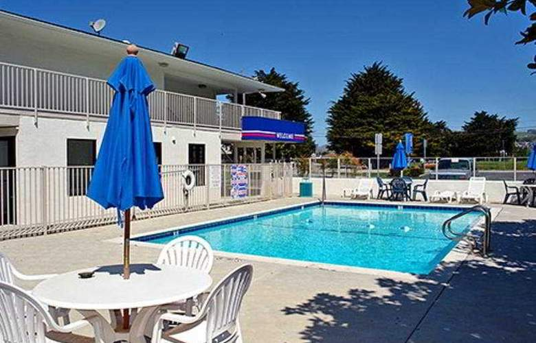 Motel 6 Rancho Cordova - Pool - 3