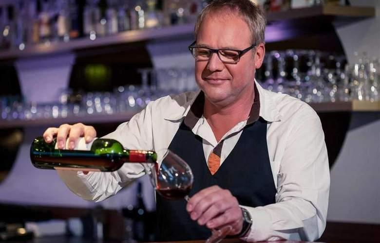 Mercure Groningen Martiniplaza - Bar - 45