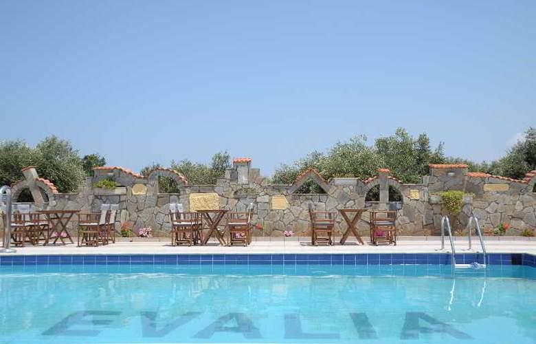 Evalia Apts - Pool - 3