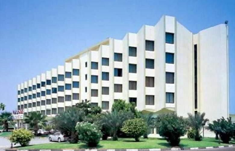 Bin Majid Beach Hotel - Hotel - 0