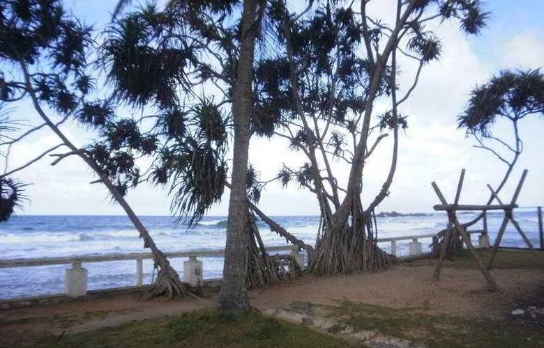 Lanka Supercorals - Beach - 7
