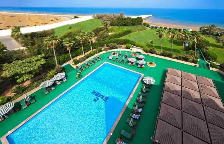 Bin Majid Beach Hotel - Pool - 11