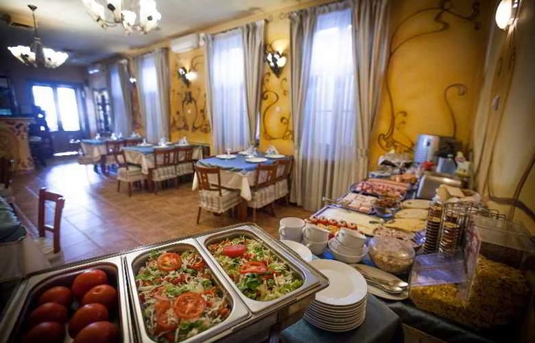 Deja Vu Villa - Restaurant - 21