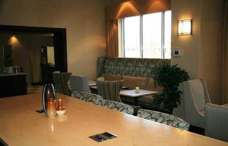 Hampton Inn & Suites Brunswick - Hotel - 10