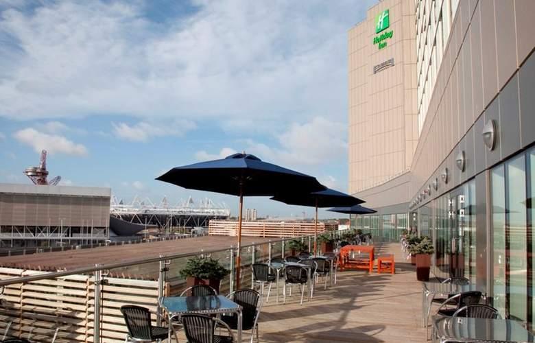 Holiday Inn London Stratford City - Terrace - 7