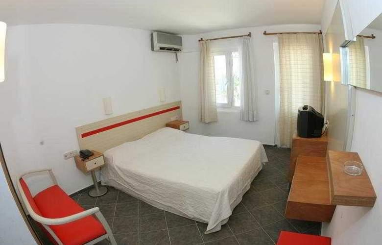 Serhan - Room - 2