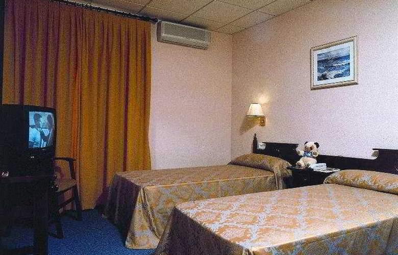 Mercedes - Room - 3