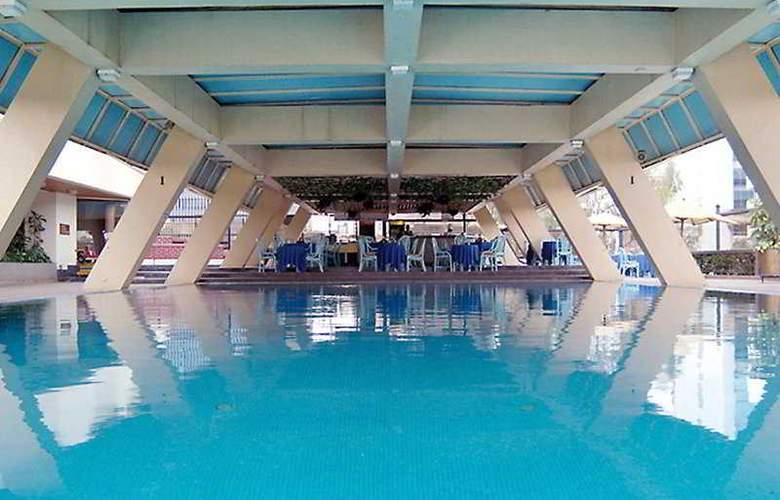 Laico Regency - Pool - 4