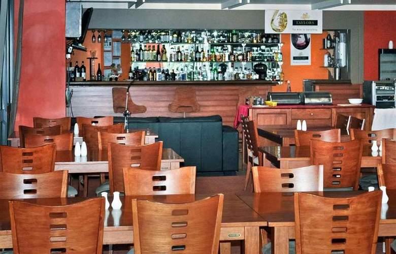 ibis Styles Warrnambool Central Court - Bar - 13