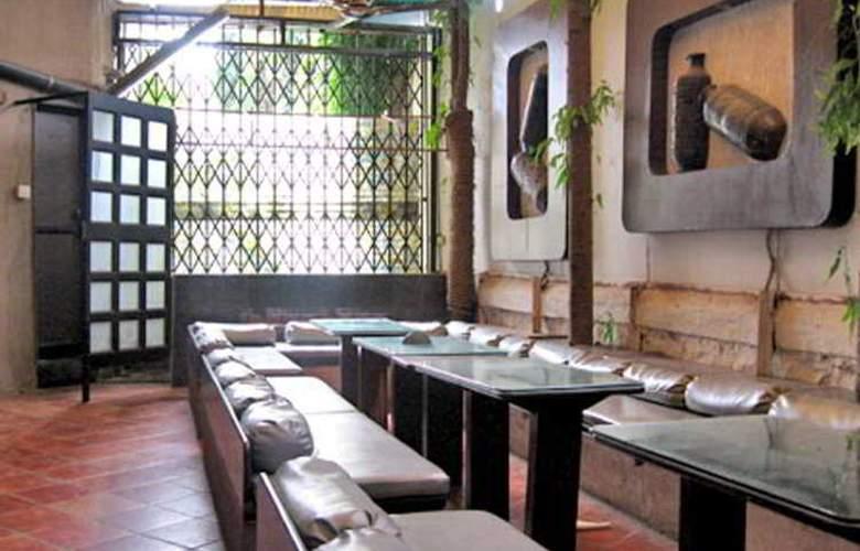 Highway Residency - Restaurant - 7