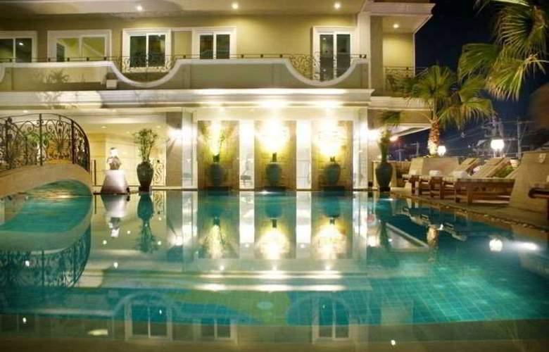 LK Royal Suite - Pool - 9