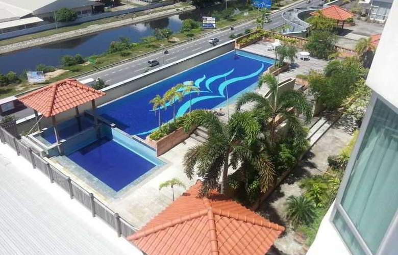 The Krystal Suites Service Apartment - Pool - 12