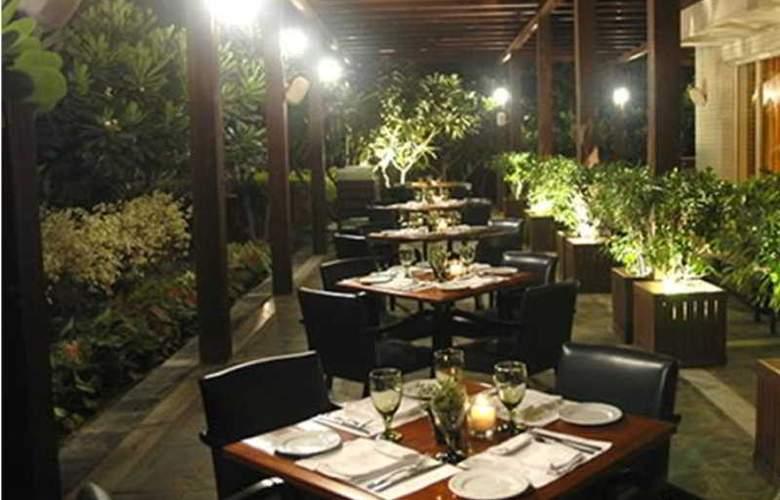 Qutab Clarion Collection - Restaurant - 7