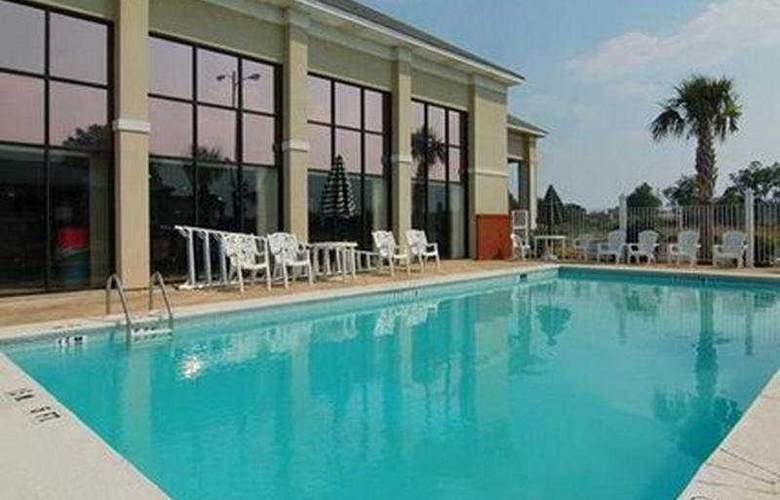 Comfort Inn Montgomery - Pool - 4