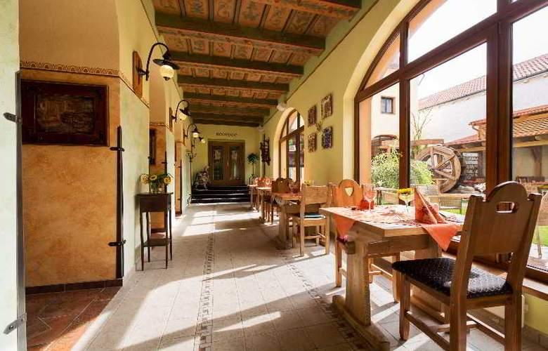 Selsky Dvur Bohemian Village Courtyard - Restaurant - 12