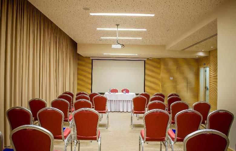 Occidental Lisboa - Conference - 10