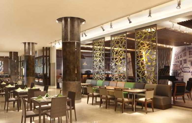 Santika Premiere Kota Harapan Indah - Restaurant - 4