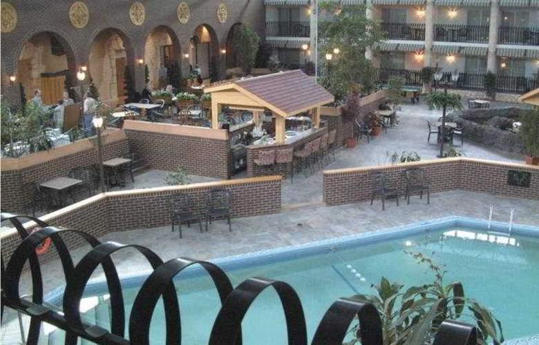 Ramada Fredericton - Hotel - 0