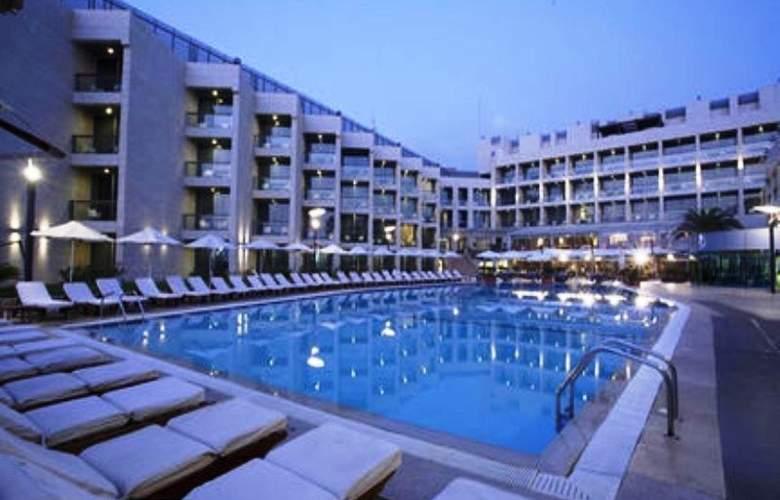 Coral  Beach Hotel & Resort - Pool - 0