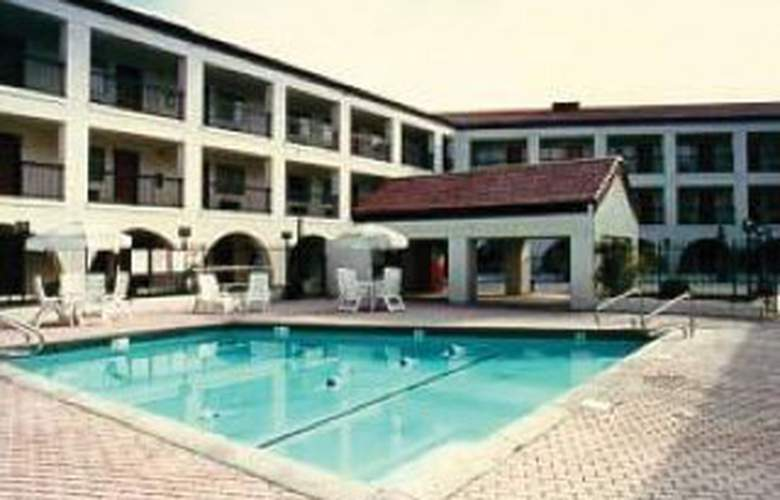 Comfort Inn & Suites Airport West - Pool - 1