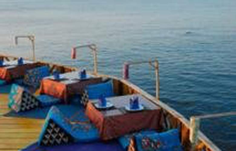 Charm Churee Villa Rustic Resort & Spa - Restaurant - 8