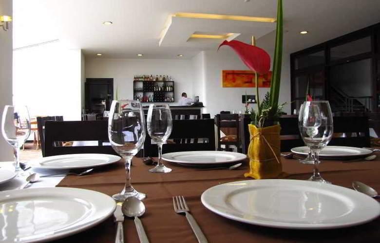Varuna Hotel - Room - 8