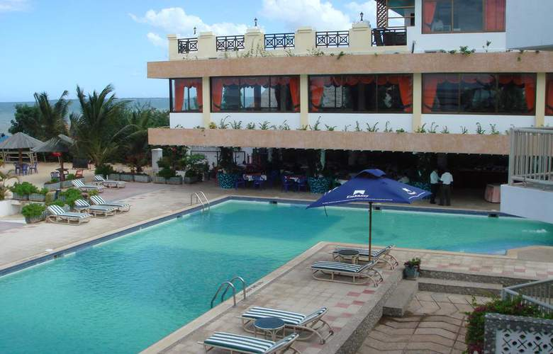 The Beachcomber Hotel & Resort - Pool - 12