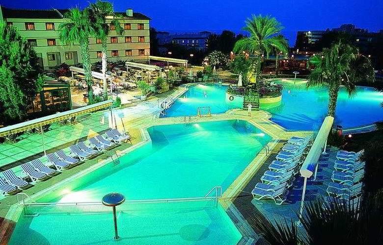 Emirhan Garden - Hotel - 0