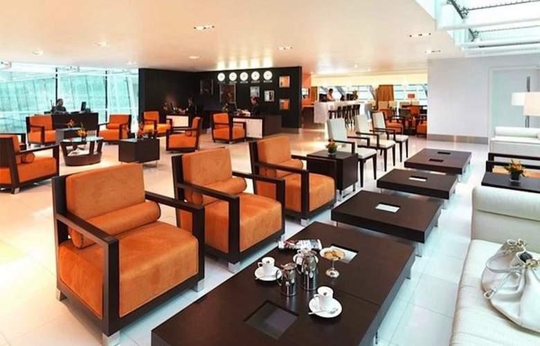 Dubai International Airpot - Terminal hotel - Bar - 2