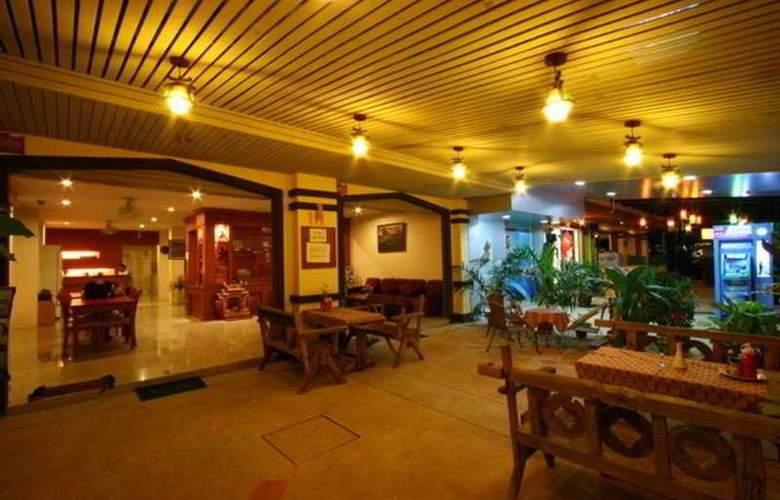 Harvest House - Restaurant - 11