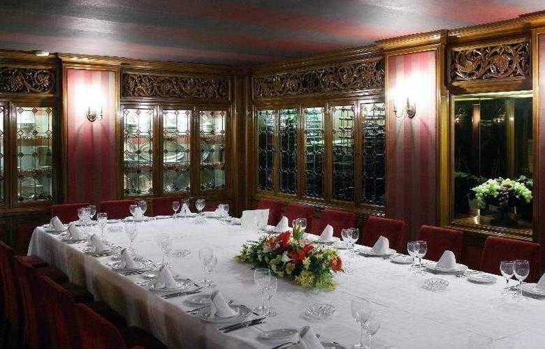 Zenit Don Yo - Restaurant - 36
