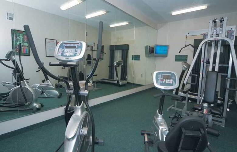 La Quinta Inn & Suites Houston Hobby Airport - Sport - 8