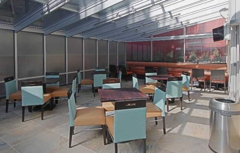 Fairfield Inn & Suites NY Manhattan/ Chelsea - Bar - 4