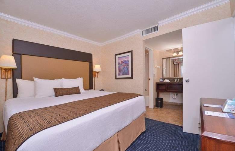 Best Western Plus Innsuites Phoenix Hotel & Suites - Room - 41