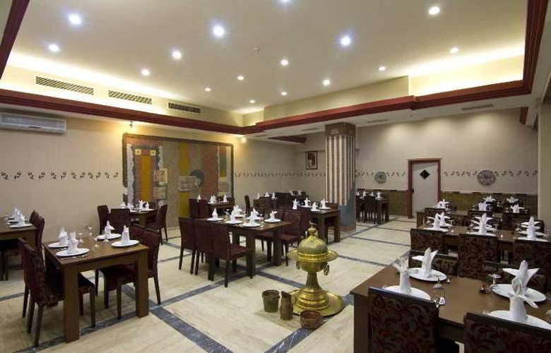 Katya - Restaurant - 11