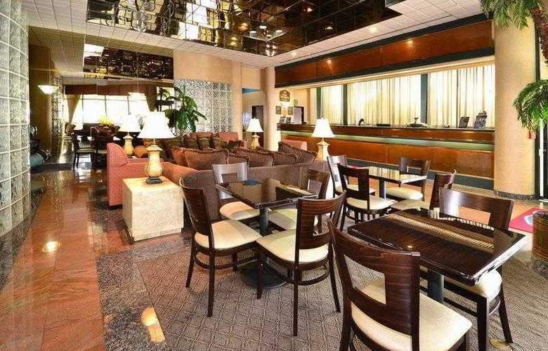 Best Western Plus Suites Hotel - Hotel - 16