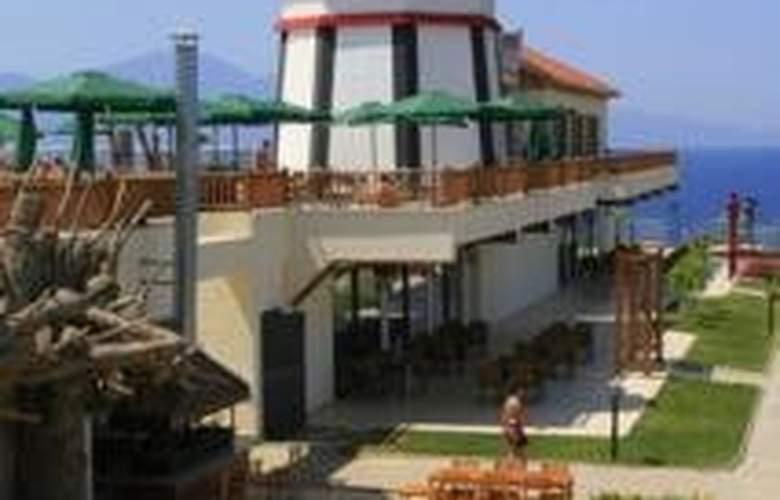 Sealight Resort Hotel - Terrace - 12