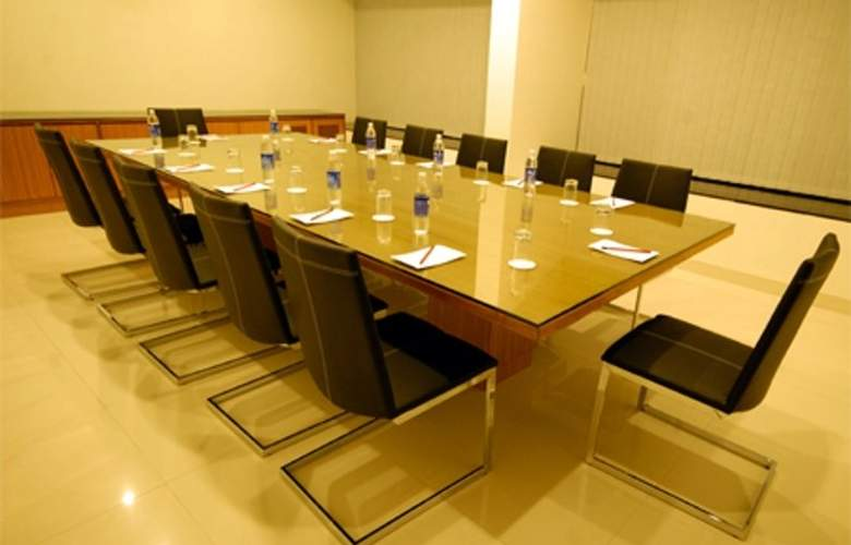 Clarks Inn Suites Pune - Conference - 2