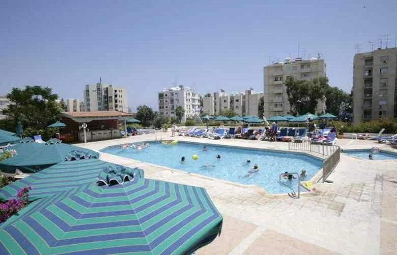 Blue Crane Hotel Apts - Pool - 6