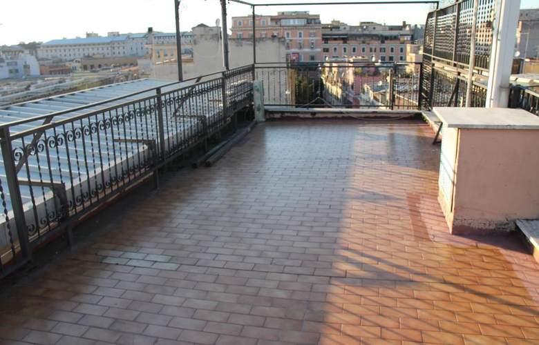 Center 3 - Terrace - 4