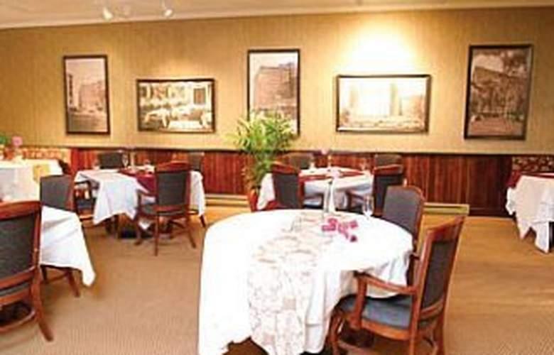 Eastland Park - Restaurant - 2