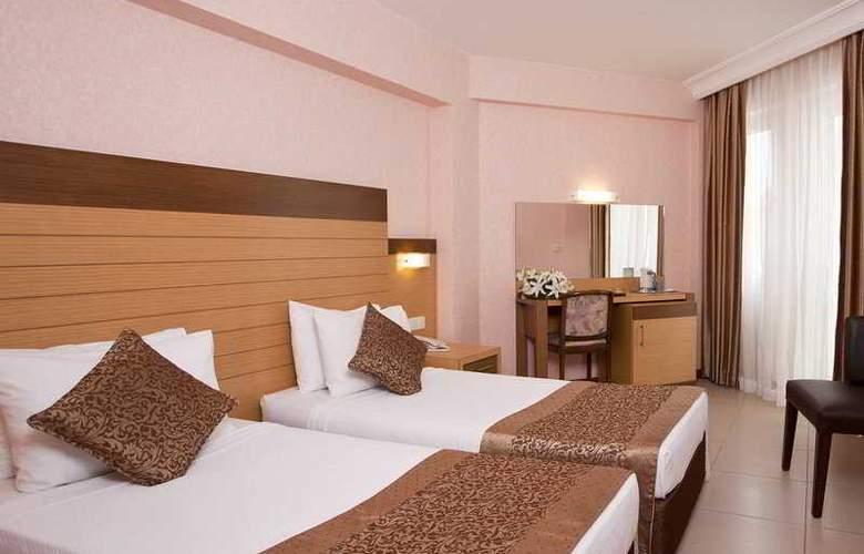 Remi Hotel - Room - 4