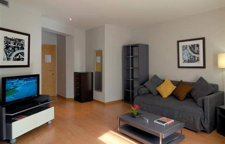 Amister Apartamentos - Room - 3