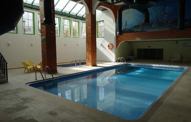 Turial Park - Pool - 21