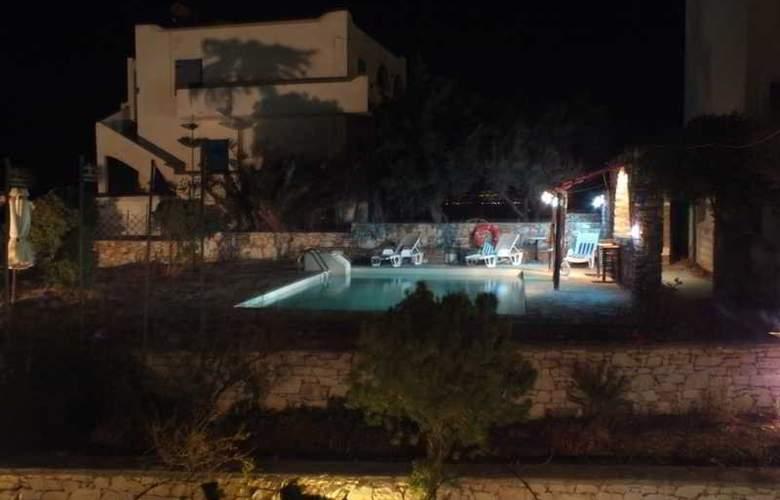 Melina - Pool - 10