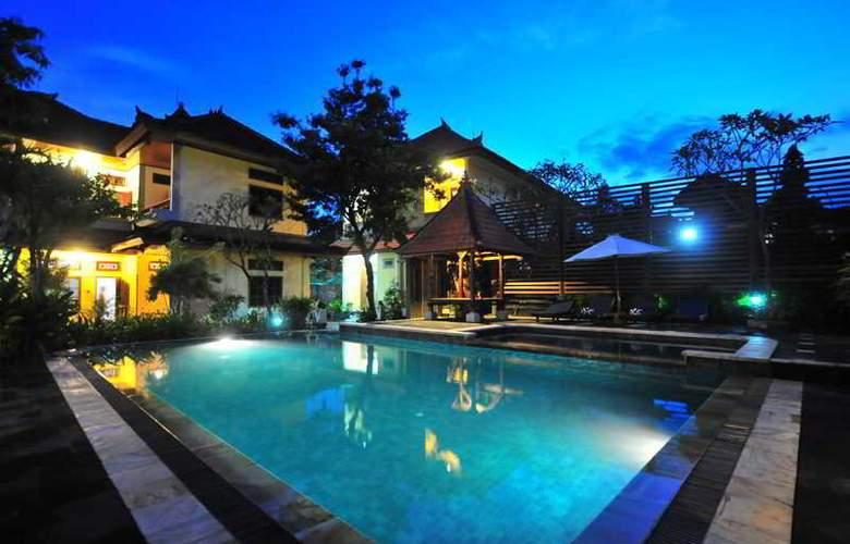Sandat Legian Hotel - Pool - 8
